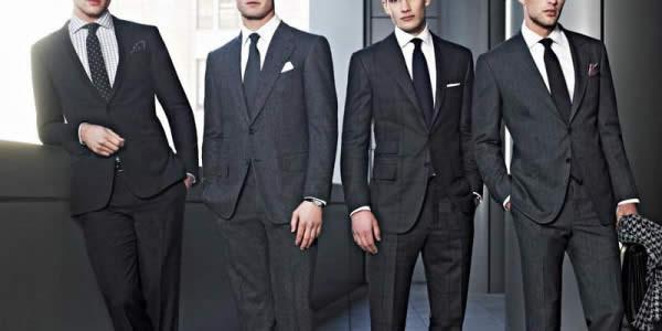 四个外国人穿深色西装意境图