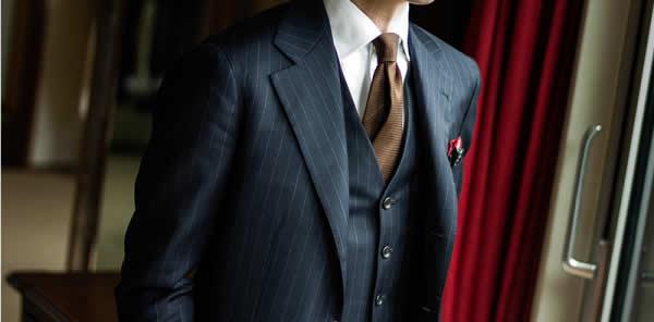 宽条纹平驳领三件套西装