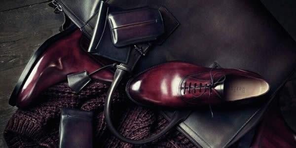 皮鞋和公文包意境图
