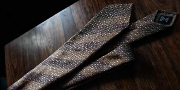 麻质褐色条纹领带氛围图
