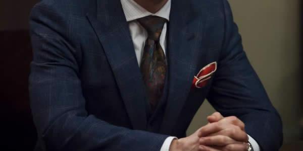 深蓝色西装三件套