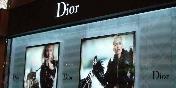 dior专柜外的橱窗