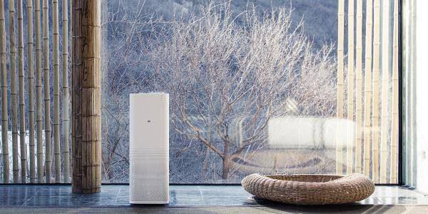 白色立式空气净化器