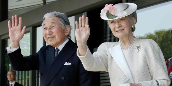 日本明仁天皇与夫人