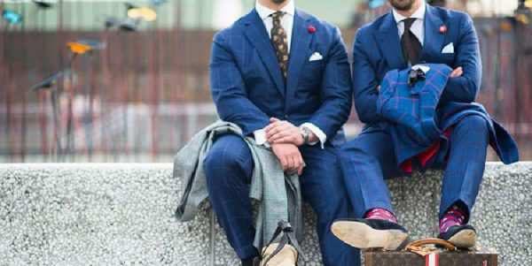 穿深蓝色西装的街拍