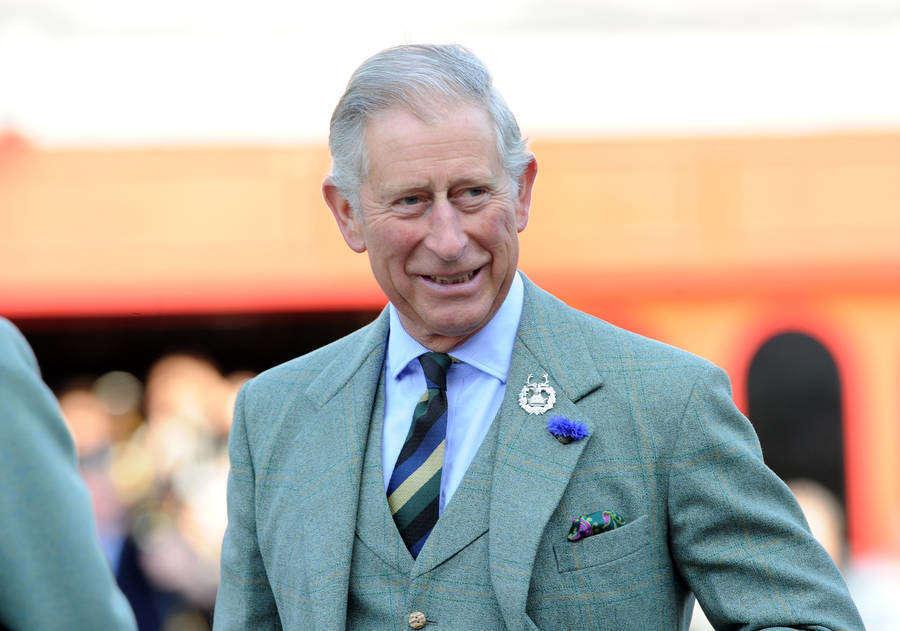 查尔斯王子穿哈里斯花呢套装