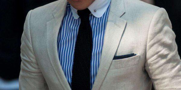 条纹异色领衬衫搭配米白色亚麻夹克