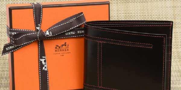 爱马仕钱包和礼盒包装特写