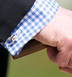视频:法式衬衫如何佩戴袖扣?